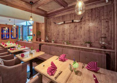 Erdgeschoss Sitzbank mit Holzwand - Old Western Restaurant Rostock